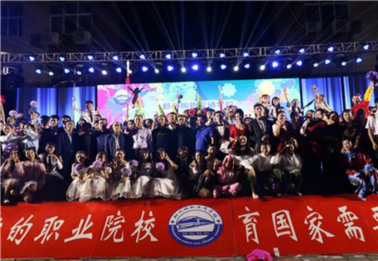 【华声晨报网】喜迎郑州城轨交通中等专业学校迎新晚会