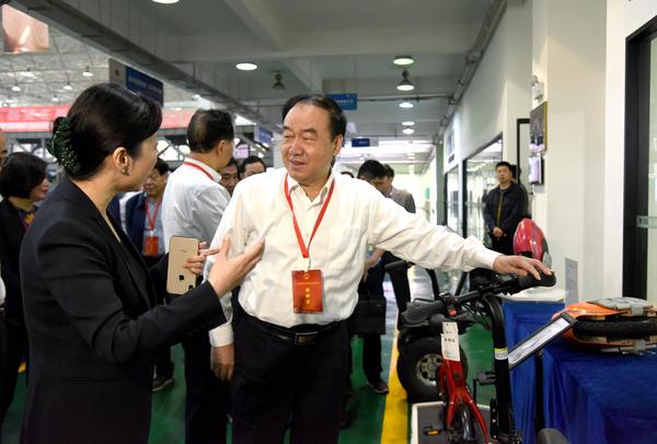 【法制网】驻豫全国人大代表开展职业教育调研